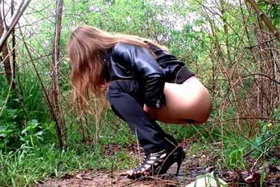 Beim pinkeln heimlich gefilmt werden Amateur Girls
