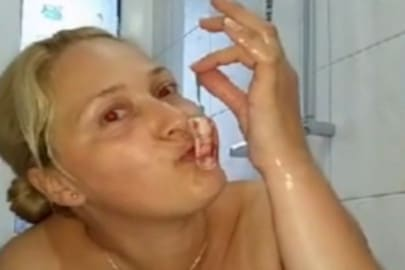 Tampon lutschen und masturbieren