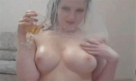 Frauenpisse trinken und perverse Pisse Spiele