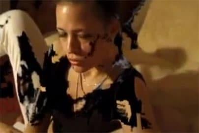 Piss und Schlucksklave in Aktion im Pornofilm